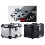 * TCTAD032 / TOP CASE. TRAX ADVENTURE (Negro/Plata) / STEEL-RACK Negro. Triumph Tiger 1200/ Explorer (11-).